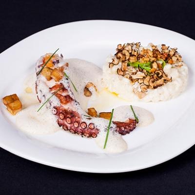 Grilovaná chobotnice s hříbkovým rizotem