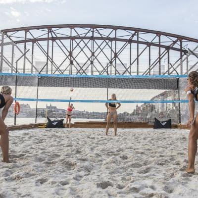 V Kayak Baru si můžete dát i plážový volejbal