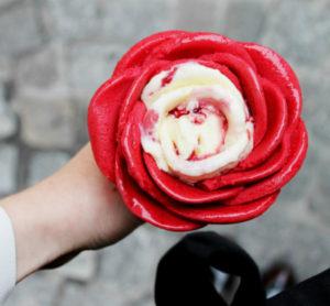 1_zmrzlinová růže ze zmrzlinářství Amorino_foto Media Training_repro zdarma